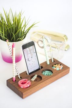 Love the color of this wood // How to Make a Modern Desk Organizer From a Block…