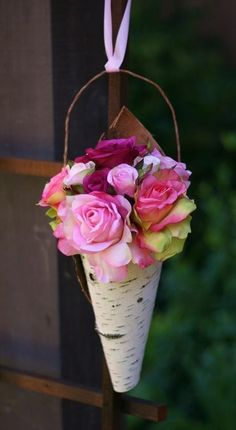 cone de papel decoração flores rosas
