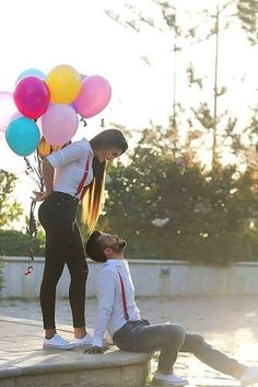 Most Creative Themed Engagement Photos ★ engagement photos with balloons 1 Pre Wedding Shoot Ideas, Pre Wedding Poses, Pre Wedding Photoshoot, Themed Engagement Photos, Unique Engagement Photos, Disney Engagement, Wedding Engagement, Photo Poses For Couples, Couple Photoshoot Poses
