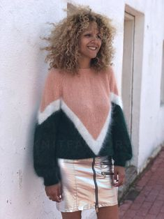 Discover recipes, home ideas, style inspiration and other ideas to try. Oversize Pullover, Angora Sweater, Sweater Knitting Patterns, Hand Knitting, Jackets For Women, Sweaters For Women, Jumper, Beach Wear Dresses, Trapillo