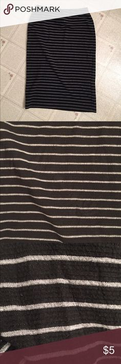 🎬Striped Bodycon Skirt Well-loved with life left! Smoke/pet free as always. It fits best on the waist. Accepting reasonable offers on all items in my closet. Bundle and save! Mossimo Supply Co Skirts