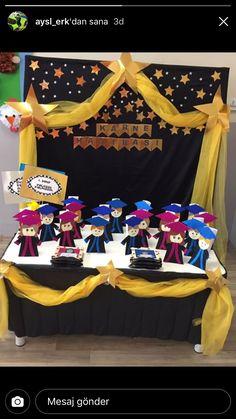 Graduation Crafts, Pre K Graduation, Kindergarten Graduation, Graduation Decorations, Graduation Party Decor, School Decorations, Unique Christmas Trees, Preschool Activities, Crafts For Kids