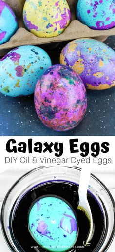 Learn how to make these cute marbled Easter eggs with a few simple kitchen ingredients. Dyeing eggs with oil and vinegar is a fun Easter activity for kids! Galaxy Easter Eggs, Easter Egg Dye, Coloring Easter Eggs, Hoppy Easter, Easter Party, Egg Coloring, Easter Table, Easter Activities For Kids, Science Activities