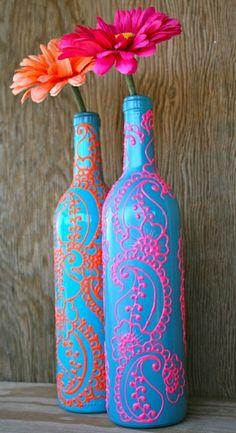 Deux bouteilles de vin motif henné corail turquoise Bleu turquoise Orange Rose Fleurs Gerbera