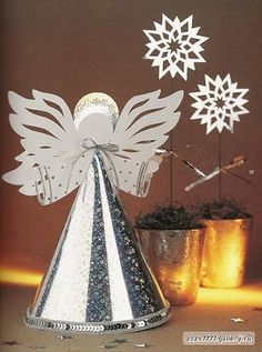 christmas craft ideas: paper angel tutorial - crafts ideas - crafts for kids Christmas Angels, All Things Christmas, Christmas Holidays, Christmas Decorations, Christmas Ornaments, Birthday Decorations, Xmas Deco, Kids Crafts, July Crafts