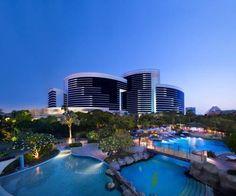 Grand Hyatt Residence - Situé dans le quartier Bur Dubaï, le Grand Hyatt Residence donne sur les jardins paysagers et offre une vue panoramique sur la ville et le bras de mer Khor Dubaï. Il dispose de 14 restaurants et bars, de 3 piscines extérieures et d'un spa. Adresse Grand Hyatt Residence: Oud Metha, Dubai Healthcare City, Near Sheikh Zayed Road & Wafi Mall PO Box 7167 Dubai