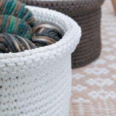 mand in zpagetti Knit Or Crochet, Learn To Crochet, Crochet Stitches, Knitting Patterns, Crochet Patterns, Crochet Storage, Crochet Basket Pattern, Crochet Baskets, Crochet Home Decor