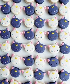#FOODporn.pl YES OR NO?? Cat macarons  by  . its so cute!! i want !                       ... Macaron Fimo, Macaron Cookies, Meringue Cookies, Cupcake Cookies, Beaux Desserts, Cute Desserts, Delicious Desserts, Macaroons, Sailor Moon Party