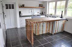 Mooie combi keukenblok, houten plank en werkblad.