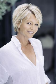 21 Platinum hair looks super hot Sophie Davant Expert Advice Fnac advice The post 21 platinum hair looks super hot appeared first on Hairstyles Bob. Short Hairstyles Fine, Older Women Hairstyles, Simple Hairstyles, Church Hairstyles, Haircuts For Thin Fine Hair, Club Hairstyles, Haircut For Older Women, Graduation Hairstyles, Round Face Haircuts