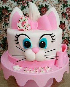 Want to bake an Easter Cake? Bake a cute & traditional Bunny Cake this Easter. Make your Easter brunch special with these festive Easter Bunny Cake Recipes. Deco Cupcake, Cupcake Cakes, Decors Pate A Sucre, Easter Bunny Cake, Rabbit Cake, Animal Cakes, Disney Cakes, Just Cakes, Cake Decorating Techniques