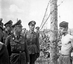 Horace Greasley atrevidamente confronta Heinrich Himmler durante uma inspeção de um campo de concentração. Greasley ficara também por escapar deste campo e sorrateiramente voltar mais de 200 vezes para se encontrar com sua namorada secreta alemã.