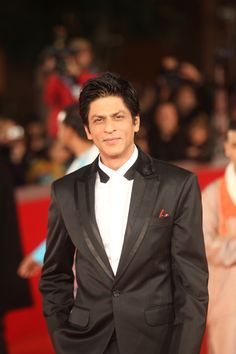 ShahRukhKhan.....The Indian man I SHOULD have marrie...classic style.