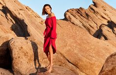 Italian fashion brand Marella reunites with Miranda Kerr for its spring-summer 2017 campaign. Once again, photographer Ryan McGinley captures the Australian beauty outdoors. The carefree advertisements were shot on location in the Californian desert. Miranda poses in loose and slinky dresses from Marella's latest season. From the off-the-shoulder 'Doroty' to the striped 'Bacillo' dress, the …