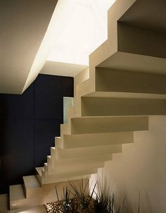 Free-standing concrete stairs