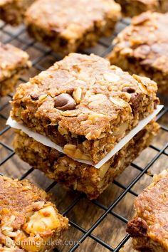 Peanut Butter Chocolate Chip Oatmeal Breakfast Bars (V+GF): a simple recipe for deliciously textured oatmeal breakfast bars bursting with peanut butter and chocolate flavor. #Vegan #GlutenFree #DairyFree | BeamingBaker.com