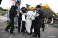 Greenpeace Activists shut down Petrol Stations in Edinburgh