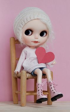 Blond & pink with a heart Blythe