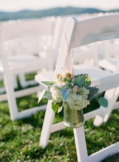 http://www.oncewed.com/wp-content/uploads/2013/04/outdoor-wedding-aisle-marker-vases.png