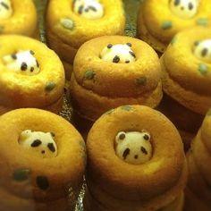 Panda stuck inside a donut? Japanese Food Art, Japanese Lunch Box, Japanese Sweets, Japanese Culture, Cute Food, Good Food, Cute Bento Boxes, Lunch Boxes, Kawaii Dessert