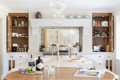 This Luxury Bespoke Kitchen in Hadley Wood is a stunning example of the traditional joinery techniques and workmanship by Humphrey Munson. Inframe Kitchen, Kitchen Flooring, Kitchen Countertops, Kitchen Interior, Kitchen Storage, Kitchen Island With Seating, Interior Decorating, Interior Design, Bespoke Kitchens
