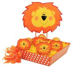 Centro de mesa para Baby Shoer. Base de madera anaranjada con leoncitos