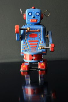 In the style of 1950 s collectable tin toys this wind up metal robot is very cool He s a robot AND he s a drummer what more could you want Perfect