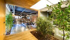 Grønne planter og rå murstensvægge er opskriften på dette urbane paradis, der ligger i en provins til Barcelona.