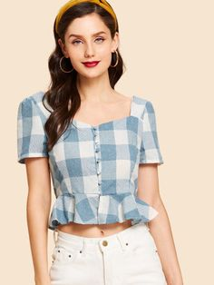 Button Up Ruffle Hem Plaid Blouse -SheIn(Sheinside) Crop Top Outfits, Trendy Outfits, Cute Outfits, Fashion Outfits, Moda Vintage, Casual Chic Style, Aesthetic Clothes, Diy Clothes, Blouse Designs