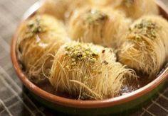 Κανταϊφάκια με κρέμα μπουγάτσας! Cookbook Recipes, Cooking Recipes, Almond Nut, Angel Hair, Japchae, Sweet Recipes, Mousse, Cabbage, Garlic