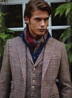 comment nouer porter foulard en soie homme Homme Femme, Foulard, Mode  Masculine, Mode cee0e0d5cc5
