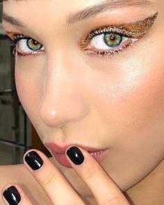 Bella Hadid Make-up-Trends, kühnes Augen-Make-up, Festival-Make-up-Ideen Makeup Trends, Makeup Inspo, Makeup Art, Makeup Ideas, Fun Makeup, Bold Eye Makeup, Makeup On Fleek, Metallic Makeup, Bella Hadid Makeup