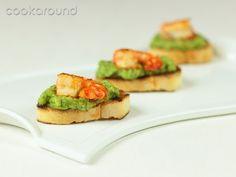 Crostini con crema di #zucchine e #gamberi saltati #antipasti #pesce
