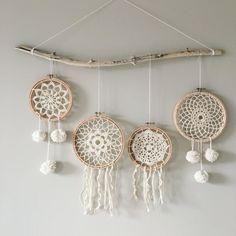 Super Ideas For Embroidery Hoop Dream Catcher Beads Sun Catchers, Doily Dream Catchers, Dream Catcher Decor, Dream Catcher Boho, Embroidery Hoop Decor, Towel Embroidery, Hand Embroidery Designs, Crochet Dreamcatcher, Hoop Dreams