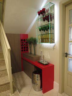 Selecionamos 27 adegas de diversos tamanhos e revestimentos projetadas pelos arquitetos e designers de CasaPRO.