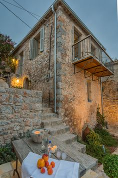 Mediterranean homes – Mediterranean Home Decor Stone Exterior Houses, Small House Exteriors, Old Stone Houses, Old Houses, Old Cottage, Cottage Plan, Stone House Plans, Houses In France, Rustic French Country