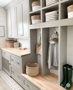Mudroom Cabinets, Mudroom Laundry Room, Laundry Room Inspiration, Cabinet Colors, Decoration, Farmhouse Decor, Farmhouse Interior, Farmhouse Ideas, Sweet Home
