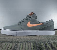 best service f9237 1ba52 Nike SB Stefan Janoski Low-Dark Mica Green-Atomic Orange-Black Chaussure,