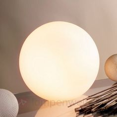Kugelförmige Tischleuchte KIIA sicher & bequem online bestellen bei Lampenwelt.de.