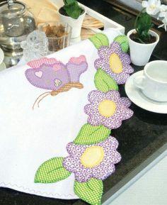 Apliquê de flores e borboletas