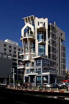 WALKING IN TEL AVIV - Escher building