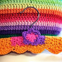 Crochet hanger covers add beauty to your closet and keep your clothes organized and in shape. Discover free crochet patterns to make hanger covers. Crotchet Patterns, Crochet Stitches Patterns, Knitting Stitches, Knitting Patterns Free, Stitch Patterns, Free Pattern, Crochet Coat, Crochet Clothes, Crochet Gifts