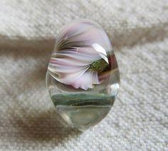 小ぶりなglass beads/トンボ玉。360°差し込む光の具合や見る角度で多彩な表情を演出します。全てのビーズの穴の大きさが約2.3ミリ。専用のS...|ハンドメイド、手作り、手仕事品の通販・販売・購入ならCreema。