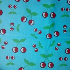 C0069 - cerejas, fundo azul