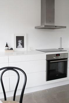 WHITE CABINETS / COUNTERS / CONCRETE FLOOR......CLEAN j. levau blog