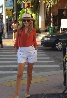 Miami  , Zara en Camisas / Blusas, Burberry en Pantalones cortos, Santa Lolla en Zapato plano