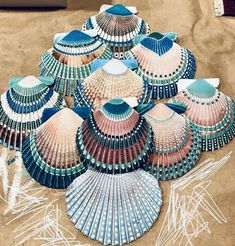 Trying out some painted shells 🐚Arts And Crafts Activities Info: photo description available. Seashell Painting, Seashell Art, Stone Painting, Painting On Shells, Rock Crafts, Arts And Crafts, Yarn Crafts, Resin Crafts, Seashell Projects