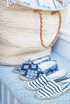 These are my kind of shoes. I love the beach bag too. Nice and big!! ;)