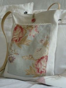 Simple bag with cute pocket.