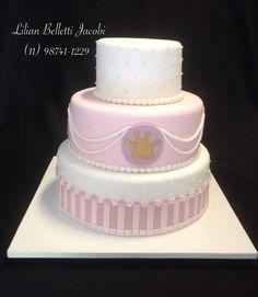 Bolo com tema Princesa Sofia para comemorar o aniversário da também Princesa Manuela. Inspirado em imagem do Google !!!